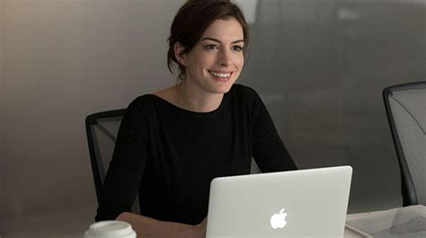 Anne Hathaway Gives Us Major #GirlBoss Goals In 'The Intern'